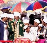 """ה""""קסים"""" האתיופים ובידם מטריות אפריקאיות צבעוניות בחג הסיגד בירושלים - סיור מודרך בירושלים"""
