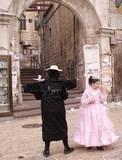 סיור מודרך בירושלים - הדחליל הסתובב למצלמה, בכניסה למאה שערים