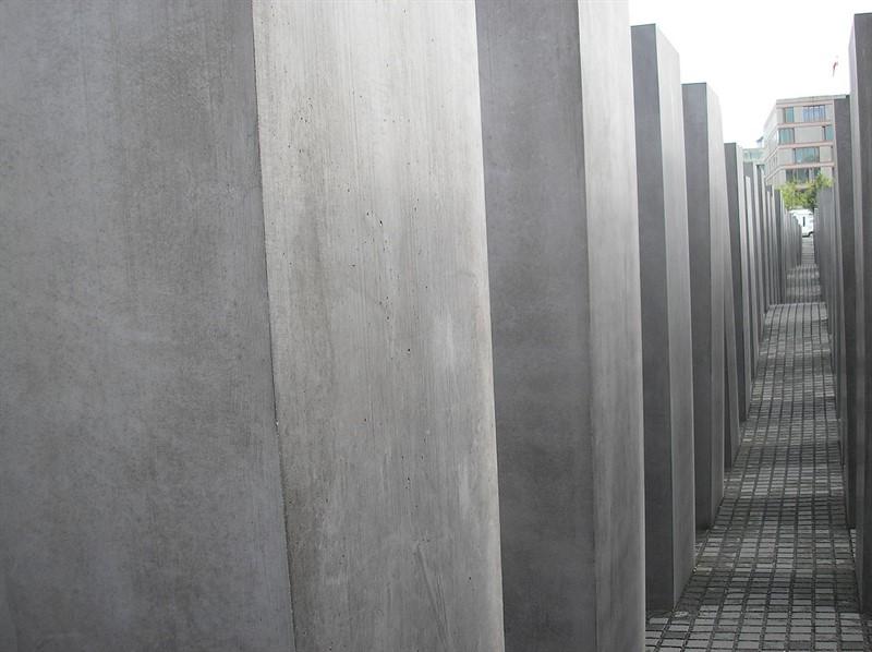 סיור באנדרטת השואה בברלין