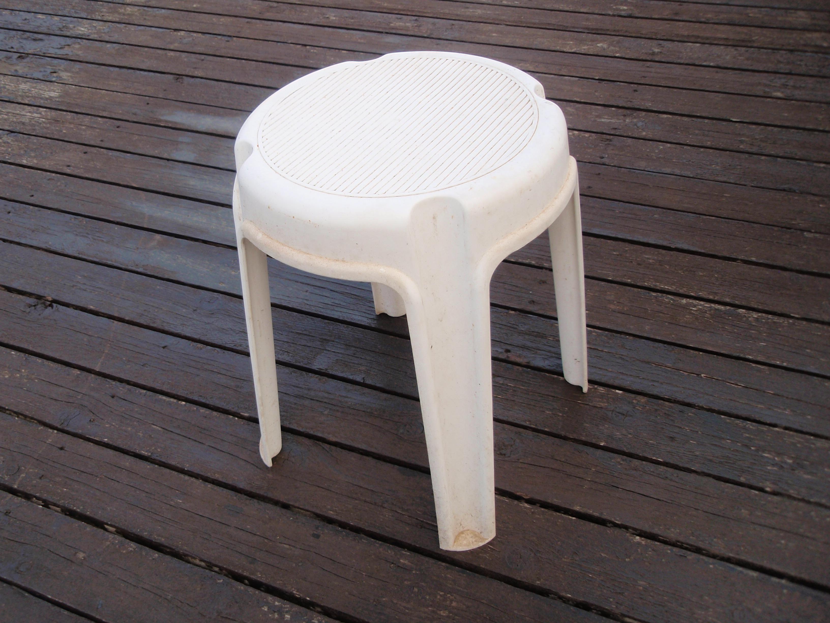 כסאות פלסטיק להשכרה