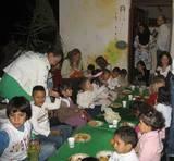 ארוחה חגיגית בגן   festive meal