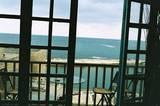 דרך החלון - מבט לים מבית ביפו