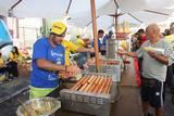 נקניקיה בלחמניה כולל רטבים וחמוצים,תירס חם ועוד