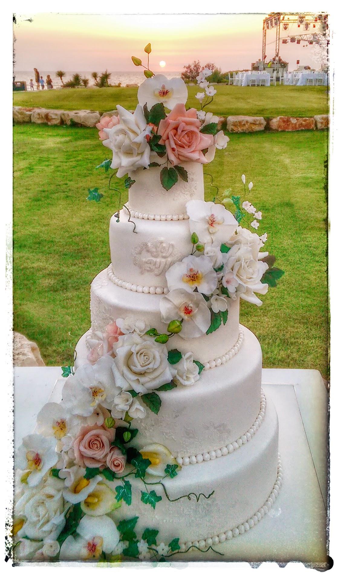 עוגות חתונה מעוצבות בבצק סוכר