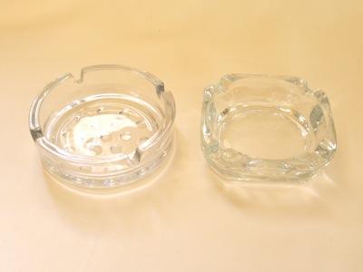 מאפרת זכוכית