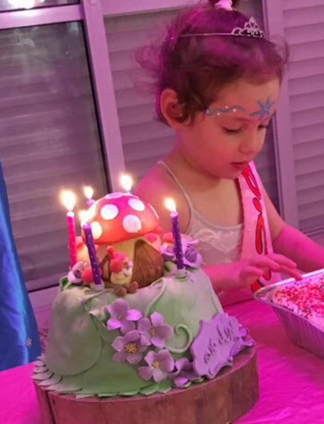 שולחן מתוק ליום הולדת, עוגות לבנות, עוגת פיות