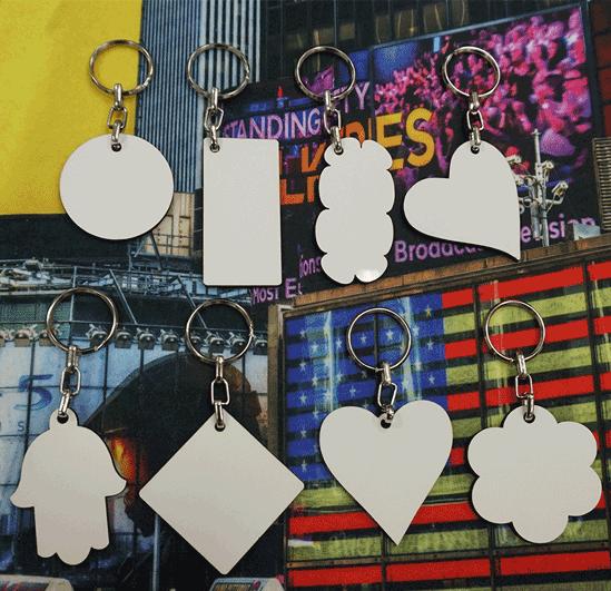 צורות קיימות של מחזיקי מפתחות מעץ עם הדפס חד-צדדי