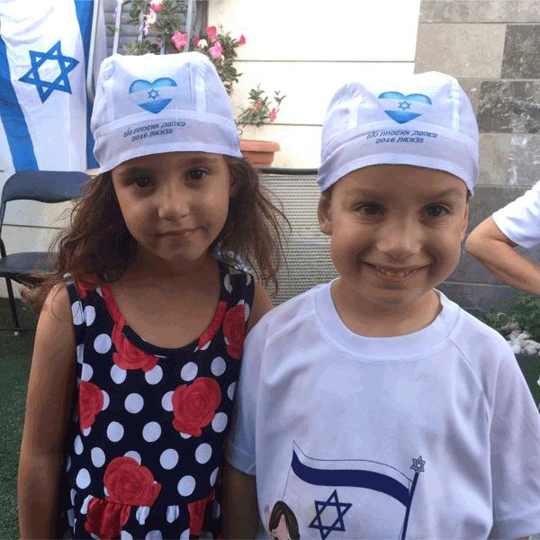 חולצה וכובע-בנדנה ליום העצמאות