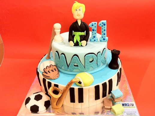 עוגה למארק חובב ספורט ומוסיקה