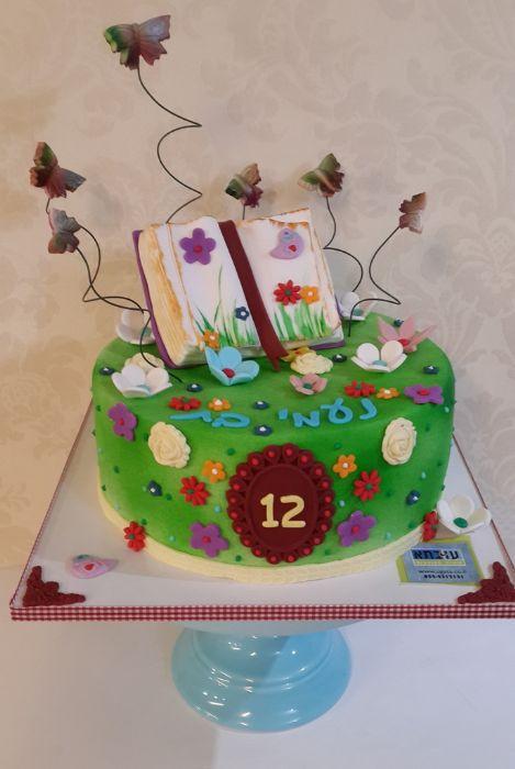עוגת בת מצווה לחובבת קריאה
