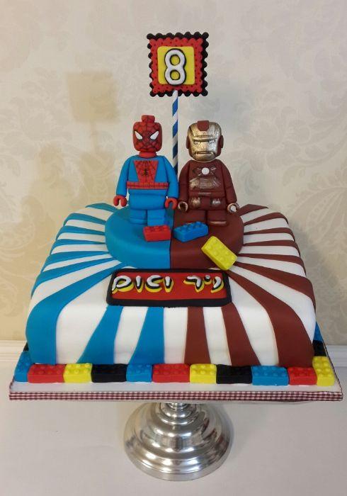 עוגת לגו בסגנון גיבורי על