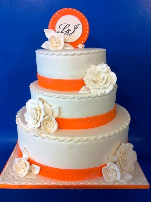 עוגת חתונה 3 קומות עם עיטורים בכתום
