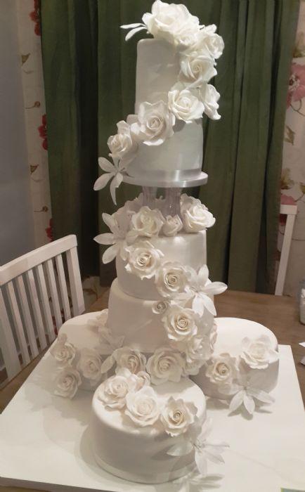 עוגת חתונה מדורגת