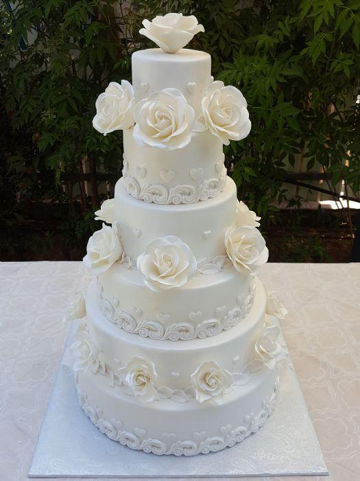 עוגת חתונה 6 קומות ורדים לבנים