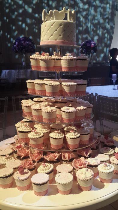 עוגת חתונה מגדל קאפקייקס