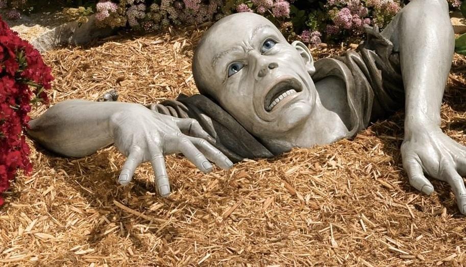 פסל זומבי לגינה