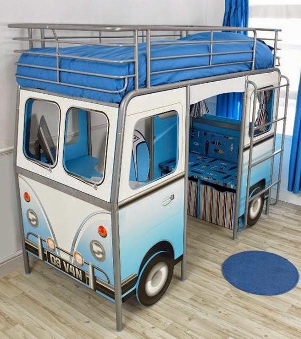 מיטת אוטובוס בצבע תכלת