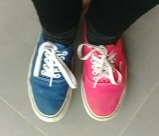 יום הנעליים בשני צבעים