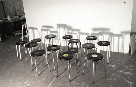 כיסאות עם מושבים מתקליטים