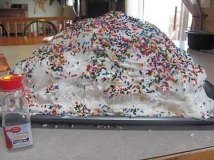 עוגה מתפוצצת לאחד באפריל