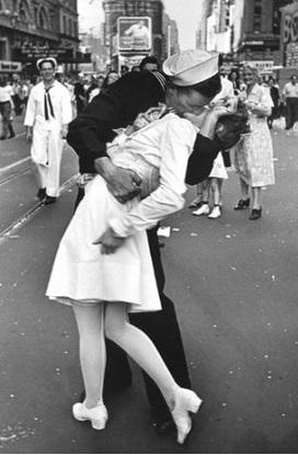 חייל מנשק אחות