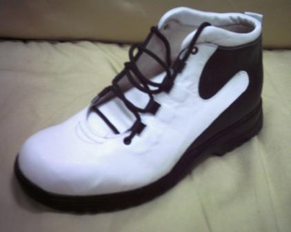 נעל גבוהה שחור-לבן