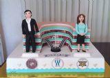 עוגת יום הולדת 60 ללב לבייב, עם דמויות שלו ושל אשתו אולגה, על רקע הקניון בבעלותו ברוסיה וסמלי הארגונים שעומד בראשם.
