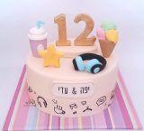 עוגת בת מצווה לתאומות עם אלמנטים צבעוניים מתוך האיורים על ההזמנה