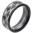 """טבעת טונגסטן לגבר עם ציפוי שחור מוברק, בעיטורי לייזר מעוינים שחורים בעובי 8 מ""""מ."""