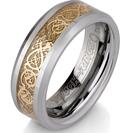 טבעת טונגסטן לגבר מוברקת ומוחלקת, הטבעת בעלת עיטור פנימי זהב בעובי 8 ממ.