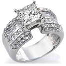 טבעת אירוסין יוקרתית המשובצת ב 20 יהלומים בחיתוך פרינסס ו 36 יהלומים בחיתוך עגול במשקל כולל של כ 2.15 קרט בצבע G וניקיון VS2.