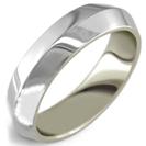 """טבעת נישואין בעיצוב משופע ברוחב 3 מ""""מ."""