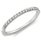 """טבעת נישואין ברוחב 1.45 מ""""מ עדינה ומיוחדת משובצת ב 33 יהלומים בנקיון של SI1 וצבע F במשקל כולל של 0.22 קרט, ניתן לבצע את שיבוץ היהלומים לאחר החתונה."""