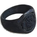 טבעת חותם בסגנון עתיק כהה משולבת מתכת וכסף 925 להענקת מראה אותנטי.