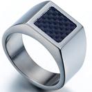 טבעת טיטניום רחבה לגבר עם מילוי סיבי קרבון אמיתי.