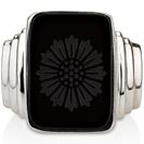 """הטבעת של לאונרדו דקפריו מהסרט """"גטסבי הגדול"""" עשויה כסף 925 משובצת באבן אוניקס."""