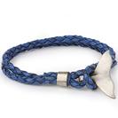 """צמיד לגבר """"סנפיר"""" מכסף 925 וצמיד עור אמיתי בצבע כחול המתלפף פעמיים על היד, קולקציית צמידי הים."""
