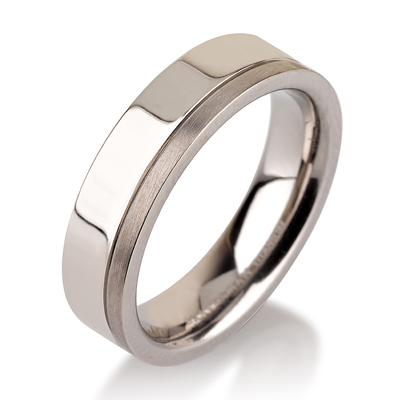 Titanium wedding bands - Polished titanium ring with a brushed finishing side - 5mm