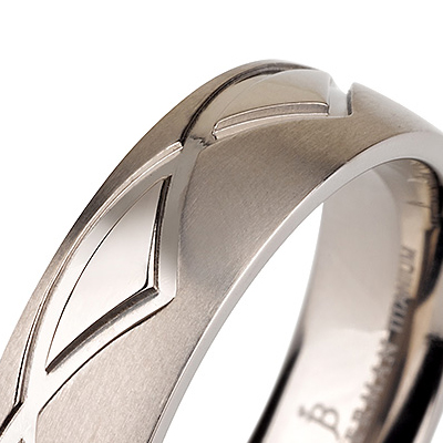 Titanium wedding bands - Brushed titanium ring with polished engraved triangles - 6mm