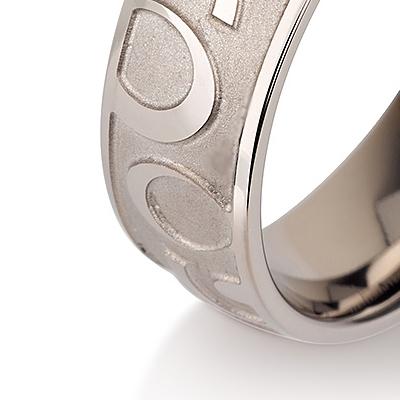 Titanium wedding bands - Hand engraved titanium ring - 7mm