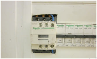 התקנה מסוכנת בלוח חשמל