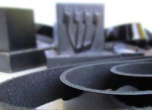 החלפת עצמית של רצועות תפילין עבודת יד-שחור בשני צדדיה