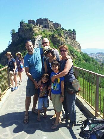איריס ומשפחתה בטיול