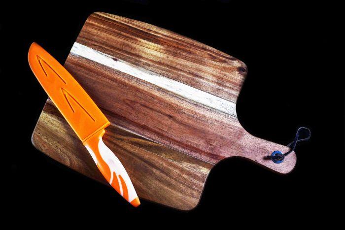 """קרש חיתוך מעץ מידות 39/27 ס""""מ דגם 453"""