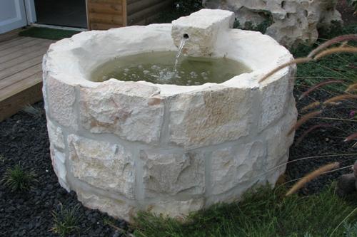 באר מים בנויה מלבני פירוק