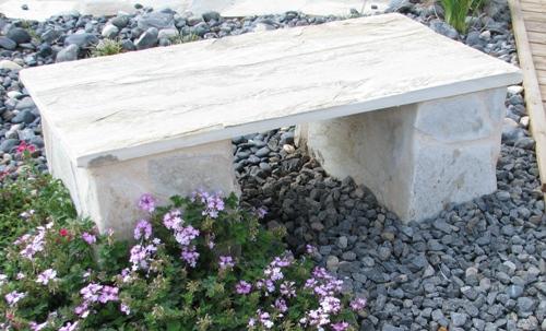 ספסל מצפחה בגווני חול