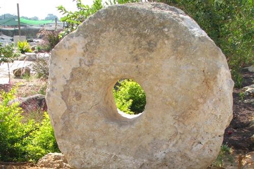 אבן פי באר עתיקה