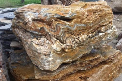 סלע מקופלת חום