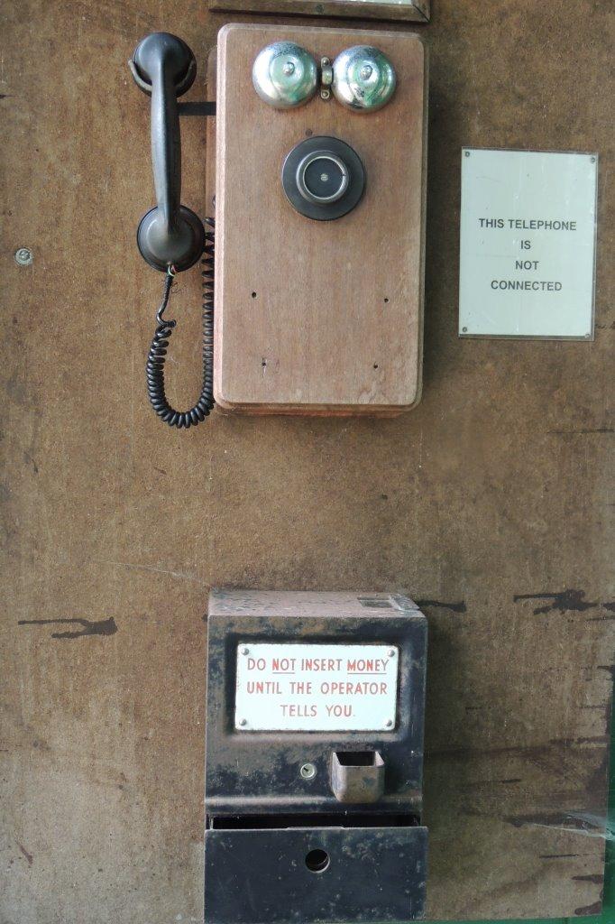 טלפון ציבורי ישן