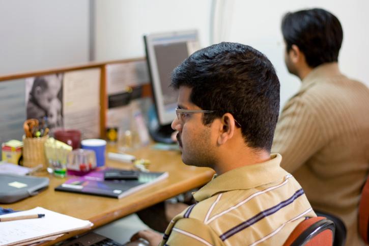 הודים ליד מחשבים